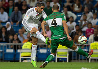 MADRID - ESPAÑA - 23-09-2014: Cristiano Ronaldo (Izq.) jugador de Real Madrid disputa el balon con Lomban (Der.) jugador de Elche durante partido de la Liga de España, Real Madrid y Elche en el estadio Santiago Bernabeu de la ciudad de Madrid, España. / Cristiano Ronaldo (L)  player of Real Madrid vie for the ball with Lomban (R) player  of Elche during a match between Real Madrid and Elche for the Liga of Spain in the Santiago Bernabeu stadium in Madrid, Spain  Photo: Asnerp / Patricio Realpe / VizzorImage.