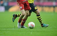 FUSSBALL   1. BUNDESLIGA  SAISON 2012/2013   15. Spieltag FC Bayern Muenchen - Borussia Dortmund     01.12.2012 Symbolbild; Ball und Beine
