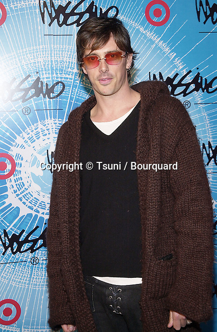 Donovan Leitch arriving at the party for the lauch of spring season and benefit for the Elizabeth Glazer Foundation  3/22/2001    © Tsuni          -            LeitchDonovan04.jpg