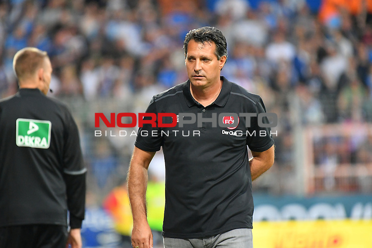16.09.2016, Vonovia Ruhrstadion , Bochum, GER, 2.FBL., VfL Bochum vs. FC Nuernberg  <br /> im Bild / picture shows: <br /> Chef-Trainer Alois Schwartz (1.FC Nuernberg) regt sich heftig auf und diskutiert mit E. M&uuml;ller (Bremen) (4. Offizieller) <br /> <br /> <br /> <br /> Foto &copy; nordphoto / Meuter