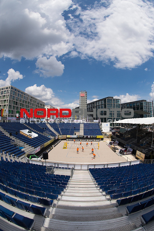 17.06.2014, Berlin, Washingtonplatz<br /> Beachvolleyball, Berlin smart Grand Slam<br /> <br /> &Uuml;bersicht / &Uuml;bersicht Center Court vor dem Hauptbahnhof<br /> <br />   Foto &copy; nordphoto / Kurth