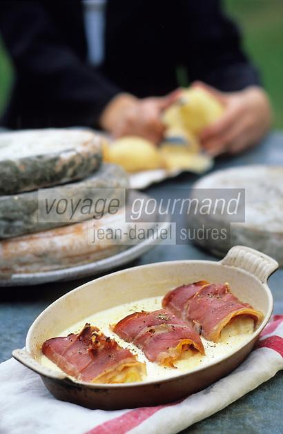 """Europe/France/Auvergne/63/Puy-de-Dôme/Env de Pontgibaud/La Courteix: Jambon d'Auvergne, pommes de terre au Saint Nectaire - Recette de P. Brossard du restaurant """"l'Ours des Roches"""""""