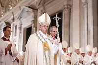 Papa Francesco arriva per l'apertura della Porta Santa, in occasione dell'inizio ufficiale del Giubileo della Misericordia, nella Basilica di San Pietro, Citta' del Vaticano, 8 dicembre 2015.<br /> Pope Francis arrives to open the Holy Door, on the occasion of the start of the Jubilee of Mercy, on St. Peter's Basilica at the Vatican, 8 December 2015.<br /> UPDATE IMAGES PRESS/Bonotto Giagnori<br /> <br /> STRICTLY ONLY FOR EDITORIAL USE<br /> <br /> *** ITALY AND GERMANY OUT ***