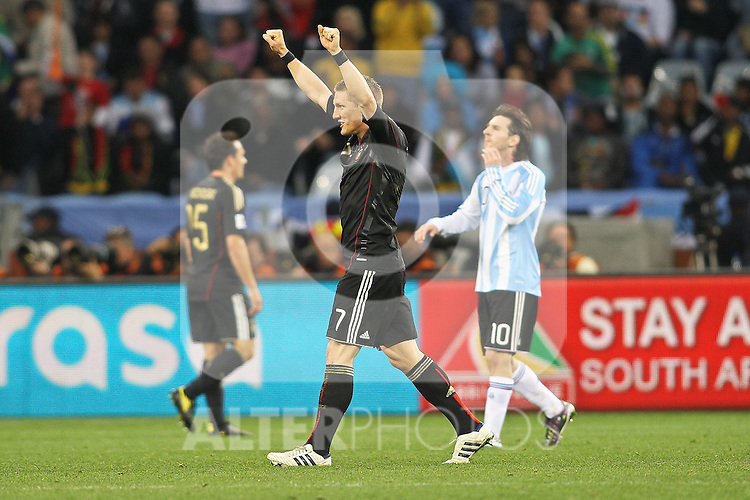 03.07.2010, CAPE TOWN, SOUTH AFRICA, Bastian Schweinsteiger of Germany celebrates after Germany beat Argentina 4-0 to reach the semi finals  as Lionel Messi of Argentina looks on  Match 59 of the 2010 FIFA World Cup, Argentina vs Germany held at the Cape Town Stadium Foto © nph / Kokenge