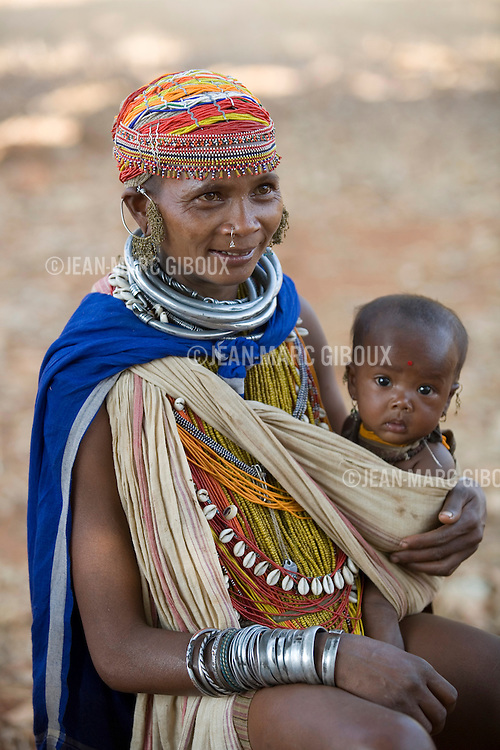"""FEBRUARY 12 & 13, 2009 : BONDAS, GADABAS , TRIBALS COME FROM THE HILLS FOR THE THURSDAY MARKET IN ONUKUDELLI, SOUTH OF JEYPORE IN WESTERN ORISSA. THIS IS PART OF INDIA'S TRIBAL BELT. THE BONDA  OR BONDO ARE AN ANCIENT TRIBE OF PEOPLE NUMBERING APPROX 5000 WHO LIVE IN THE ISOLATED HILL REGION OF SOUTHWEST ORISSA, THE BONDA ARE A SCHEDULED TRIBE IN INDIA AND ARE ALSO KNOWN AS REMO (MEANING """"PEOPLE"""" IN BONDA LANGUAGE). THE TRIBE IS THE OLDEST AND MOST PRIMITIVE IN MAINLAND INDIA AND THEIR CULTURE HAS LITTLE CHANGED IN OVER THOUSAND YEARS. THEIR ISOLATION AND AGGRESSION PRESERVED THEIR CULTURE DESPITE THE PRESSURE OF AN EXPENDING INDIAN POPULATION. WOMEN WEAR THICK SILVER NECKLACE BANDS AND LONG COLORFUL NECKLACES MADE OF BEADS."""