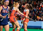 ROTTERDAM - Xan de Waard (Ned)  scoort 1-1 tijdens de Pro League hockeywedstrijd dames, Netherlands v USA (7-1)  .  links Margot Van Geffen (Ned) .COPYRIGHT  KOEN SUYK