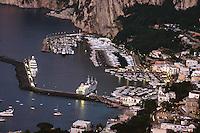 Italien, Capri, iBlick auf Marina Grande von Anacapri