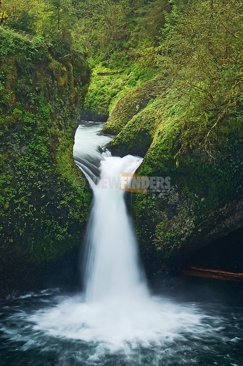 Punchbowl Falls, Columbia River Gorge, Oregon.