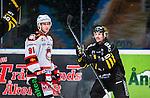Stockholm 2014-10-14 Ishockey Hockeyallsvenskan AIK - Malm&ouml; Redhawks :  <br /> Malm&ouml; Redhawks Bj&ouml;rn Svensson deppar framf&ouml;r AIK:s Claes Nord&eacute;n som jublar efter AIK:s Patric Blomdahl gjort 1-0<br /> (Foto: Kenta J&ouml;nsson) Nyckelord:  AIK Gnaget Hockeyallsvenskan Allsvenskan Hovet Johanneshov Isstadion Malm&ouml; Redhawks depp besviken besvikelse sorg ledsen deppig nedst&auml;md uppgiven sad disappointment disappointed dejected jubel gl&auml;dje lycka glad happy