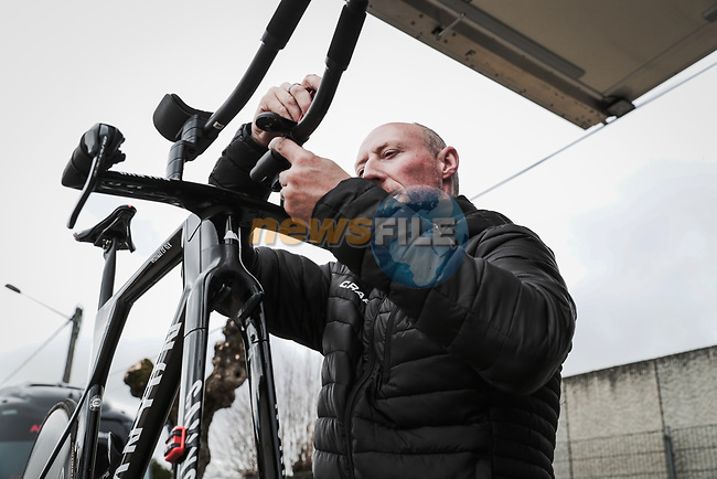 Mechanics make adjustments before the start of Stage 4 of the 78th edition of Paris-Nice 2020, and individual time trial running 15.1km around Saint-Amand-Montrond, France. 11th March 2020.<br /> Picture: ASO/Fabien Boukla | Cyclefile<br /> All photos usage must carry mandatory copyright credit (© Cyclefile | ASO/Fabien Boukla)