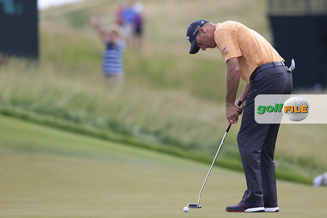 Jim Furyk (USA) putts on the 4th green during Friday's Round 2 of the 117th U.S. Open Championship 2017 held at Erin Hills, Erin, Wisconsin, USA. 16th June 2017.<br /> Picture: Eoin Clarke | Golffile<br /> <br /> <br /> All photos usage must carry mandatory copyright credit (&copy; Golffile | Eoin Clarke)