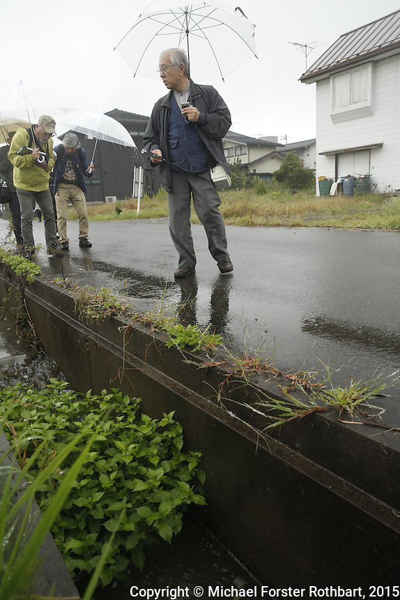 Nuclear scientist Ikuro Anzai and his dosimetry team measure radiation levels near Torikawa Nursery School in Fukushima City, and then report their findings to school director Miyoko Sato. Full caption to come.<br /> <br /> &copy; Michael Forster Rothbart Photography<br /> www.mfrphoto.com &bull; 607-267-4893<br /> 34 Spruce St, Oneonta, NY 13820<br /> 86 Three Mile Pond Rd, Vassalboro, ME 04989<br /> info@mfrphoto.com<br /> Photo by: Michael Forster Rothbart<br /> Date:  9/25/2015<br /> File#:  Canon &mdash; Canon EOS 5D Mark III digital camera frame A15855