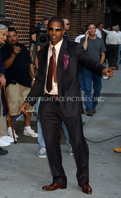 WWW.ACEPIXS.COM . . . . . ....NEW YORK, JULY 24, 2006....Jamie Foxx at the Late Show with David Letterman.....Please byline: KRISTIN CALLAHAN - ACEPIXS.COM.. . . . . . ..Ace Pictures, Inc:  ..(212) 243-8787 or (646) 679 0430..e-mail: picturedesk@acepixs.com..web: http://www.acepixs.com