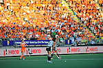 The Hague, Netherlands, June 12: Silvina D Elia #25 of Argentina looks to pass during the field hockey semi-final match (Women) between The Netherlands and Argentina on June 12, 2014 during the World Cup 2014 at Kyocera Stadium in The Hague, Netherlands. Final score 4-0 (3-0)  (Photo by Dirk Markgraf / www.265-images.com) *** Local caption ***