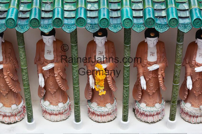 Malaysia, Pulau Penang, Georgetown: Statues of Buddhas inside the Kek Lok Si Temple | Malaysia, Pulau Penang, Georgetown: Buddha-Statuen im Kek Lok Si Tempel