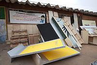 SAO PAULO, SP 19/09/2012 - FAVELA DO MOINHO- Favela do Moinho, no Centro de São Paulo. Na foto moveis e utencilios colocados na frente da creche que fica no interior da favela<br /> FOTO VAGNER CAMPOS/ BRAZIL PHOTO PRESS