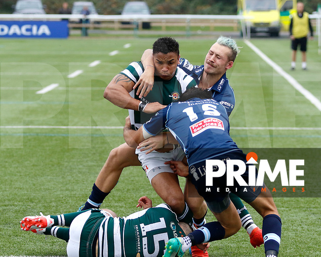 Ealing's Will Davis makes for the try line during the Greene King IPA Championship match between Ealing Trailfinders and Bedford Blues at Castle Bar , West Ealing , England  on 29 October 2016. Photo by Carlton Myrie / PRiME Media