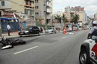 SAO PAULO, SP, 07 DE MAIO DE 2012 - ACIDENTE MOTO X ONIBUS BRIGADEIRO - Um acidente envolvendo moto e onibus, que resultou na morte do motociclista, interdita quase que totalmente a Avenida Brigadeiro Luis ANtonio, na manha desta terca feira. FOTO: ALEXANDRE MOREIRA - BRAZIL PHOTO PRESS