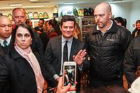 CURITIBA, PR, 21.06.2016 - JUSTIÇA-PR-  O Juiz federal Sérgio Moro, durante o lançamento do livro do jornalista Vladimir Netto sobre a Lava Jato na noite desta terça-feira (21) em Curitiba. (Foto:Paulo Lisboa/Brazil Photo Press)