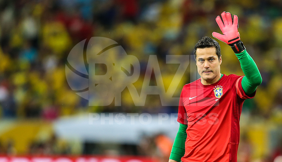 RIO DE JANEIRO, 30.06.2013 - COPA DAS CONFEDERAÇÕES - FINAL - BRASIL X ESPANHA - Julio Cesar do Brasil antes da partida entre Brasil x Espanha na final da Copa das Confederações Estádio do Maracanã, na zona norte do Rio de Janeiro, neste domingo, 30..(Foto: William Volcov / Brazil Photo Press).