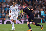 Cristiano Ronaldo of Real Madrid (L) fights for the ball with Toby Alderweireld of Tottenham Hotspur FC (R) during the UEFA Champions League 2017-18 match between Real Madrid and Tottenham Hotspur FC at Estadio Santiago Bernabeu on 17 October 2017 in Madrid, Spain. Photo by Diego Gonzalez / Power Sport Images