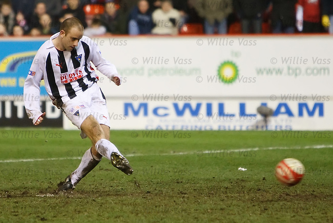 Graham Bayne scores the winning penalty for Dunfermline