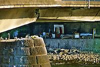 Bolzano / Italia <br /> Immigrati vivono sotto i ponti lungo il fiume Adige.<br /> Illegal immigrants living under the bridge along river Adige.<br /> Photo Livio Senigalliesi