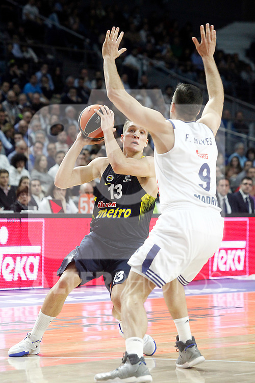 Real Madrid's Felipe Reyes (r) and Fenerbahce Istambul's Bogdan Bogdanovic during Euroleague, Regular Season, Round 29 match. March 31, 2017. (ALTERPHOTOS/Acero)