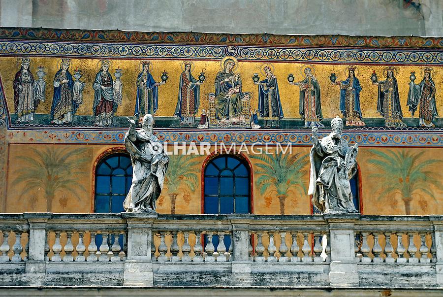 Fachada da Basilica de Santa Maria em Tratevere, Roma, Italia. 2006. Foto de Luciana Whitaker