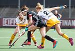 AMSTELVEEN - Hockey - Hoofdklasse competitie dames. AMSTERDAM-DEN BOSCH (3-1) Eva de Goede (A'dam)  met Margot van Geffen (Den Bosch)   COPYRIGHT KOEN SUYK