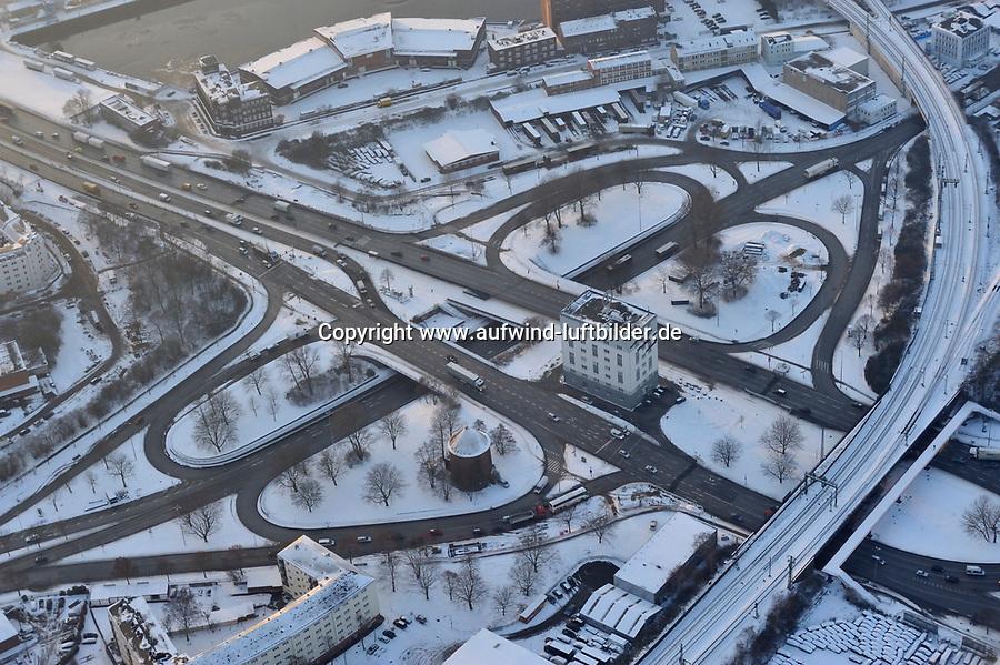 Billhorner Brueckenstrasse: EUROPA, DEUTSCHLAND, HAMBURG, (EUROPE, GERMANY), 21.12.2009: Billhorner Brueckenstrasse, Billhorner Roehrendamm, Bruecke, Verkehr, Kreisel, Auffahrt, Abfahrt, Strasse, Einfall, Achse, Haupt, Knoten, Verkehrs, Winter, Schnee, <br /> Luftbild, Luftansicht, Luftaufnahme, Aufwind-Luftbilder<br />c o p y r i g h t : A U F W I N D - L U F T B I L D E R . de<br />G e r t r u d - B a e u m e r - S t i e g 1 0 2, <br />2 1 0 3 5 H a m b u r g , G e r m a n y<br />P h o n e + 4 9 (0) 1 7 1 - 6 8 6 6 0 6 9 <br />E m a i l H w e i 1 @ a o l . c o m<br />w w w . a u f w i n d - l u f t b i l d e r . d e<br />K o n t o : P o s t b a n k H a m b u r g <br />B l z : 2 0 0 1 0 0 2 0 <br />K o n t o : 5 8 3 6 5 7 2 0 9 V e r o e f f e n t l i c h u n g  n u r  m i t  H o n o r a r  n a c h M F M, N a m e n s n e n n u n g  u n d B e l e g e x e m p l a r !