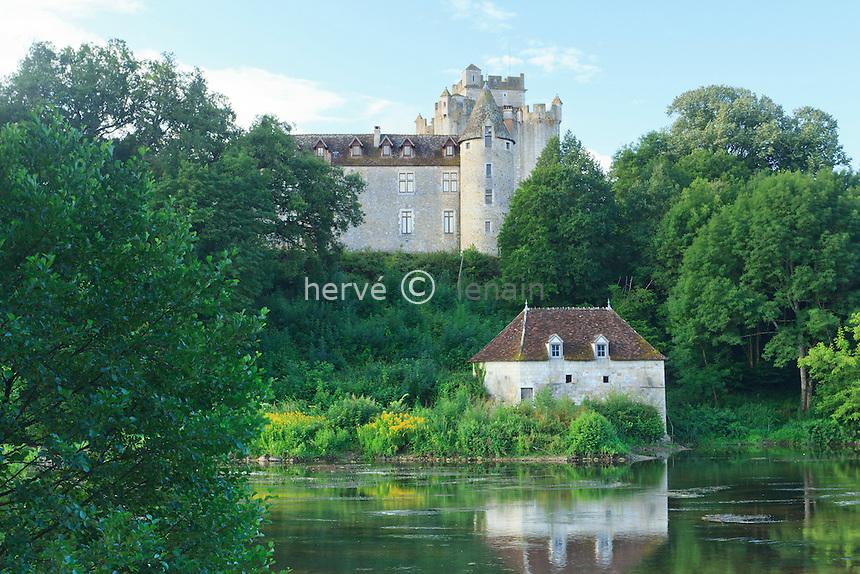 France, Indre (36), parc naturel régional de la Brenne, Ciron, le château de Romefort surplombant la Creuse // France, Indre, Natural Parc of the Brenne, Ciron, the castle of Romefort over the river Creuse