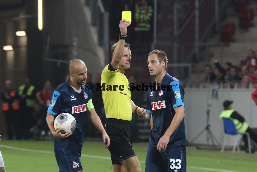 Gelbe Karte für Matthias Lehmann (Köln) von Schiedsrichter Peter Gagelmann - 1. FSV Mainz 05 vs. 1. FC Köln, Coface Arena, 2. Runde DFB-Pokal