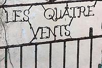 Royaume-Uni, îles Anglo-Normandes, île de Guernesey, Saint-Samson: détail portail d'une maison, avec nom français// United Kingdom, Channel Islands, Guernsey island, St-Samson, retail portal of a house with a French name