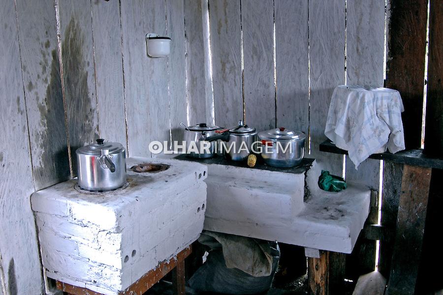 Cozinha com fogão a lenha. PA. Foto de Zaida Siqueira.