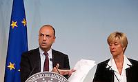 """20141031 ROMA-POLITICA: IMMIGRAZIONE, ALFANO E PINOTTI PRESENTANO L'OPERAZIONE """"TRITON"""""""