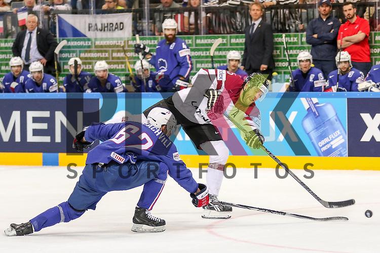 Lativa Sprukts, Janis (Nr.5) mit dem Schuss vorbei an Frankreichs Chakiachvili, Florian (Nr.62)  im Spiel IIHF WC15 France vs. Lativa.<br /> <br /> Foto &copy; P-I-X.org *** Foto ist honorarpflichtig! *** Auf Anfrage in hoeherer Qualitaet/Aufloesung. Belegexemplar erbeten. Veroeffentlichung ausschliesslich fuer journalistisch-publizistische Zwecke. For editorial use only.