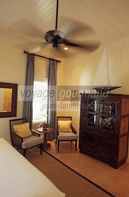 """Les Bahamas /Ile d'Eleuthera/Harbour Island/Dunmore Town: Chambre de l'Hotel """"Le Landing"""" situé dans une demeure en bois datant de 1800"""