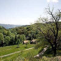 Paesaggio nei pressi della Colma valico vicino a Omegna. Sullo sfondo è visibile il lago d'Orta<br /> Landscape near La Colma, hill over the Orta lake. The lake is visible in the background.