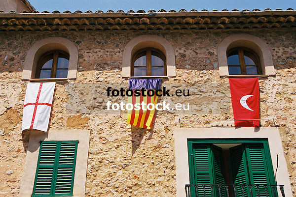 "flags of the christians, the Balearic Islands and the moors during the traditional festivity ""Moors and Christians""<br /> <br /> banderas de los cristianos, de las Islas Baleares y de los moros durante la fiesta de ""Moros y Cristianos""<br /> <br /> Fahnen der Christen, der Balearen und der Mauren während des traditonellen Fests ""Mauren und Christen""<br /> <br /> 1840 x 1232 px<br /> 150 dpi: 31,16 x 20,86 cm<br /> 300 dpi: 15,58 x 10,43 cm<br /> Original: 35 mm"