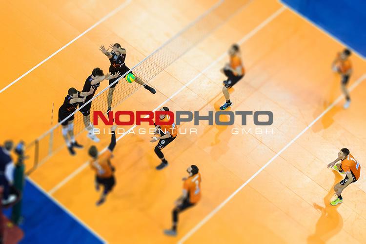 28.02.2018, Max Schmeling Halle, Berlin<br />Volleyball, 2018 CEV Volleyball Champions League, Vorrunde, Berlin Recycling Volleys (GER) vs. Jastrzebski Wegiel (POL)<br /><br />Block  / Dreierblock Rodrigo Quiroga (#7 Wegiel), Jakub Turski (#17 Wegiel), Maciej Muzaj (#2 Wegiel) - Angriff Robert Kromm (#3 Berlin)<br /><br />  Foto © nordphoto / Kurth