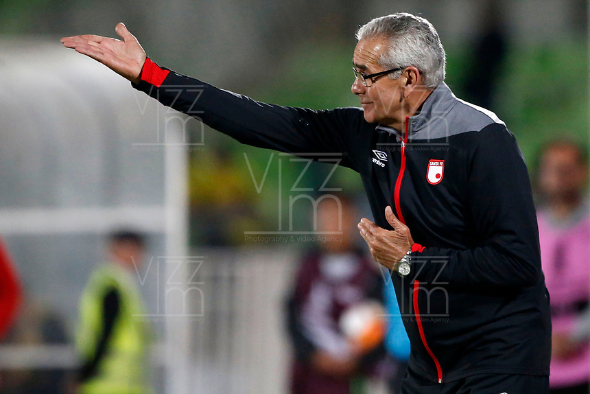 VALPARAISO - CHILE - 13 - 02 - 2018: Gregorio Perez, técnico de Independiente Santa Fe, durante partido de ida entre Santiago Wanderers (CHL) y el Independiente Santa Fe (COL), de la fase 3 llave 1 por la Copa Conmebol Libertadores 2018, jugado en el estadio Bicentenario Elias Figueroa de la ciudad de Valparaiso. / Gregorio Perez, coach of Independiente Santa Fe, during a match of the first leg between Santiago Wanderers (CHL) and Independiente Santa Fe (COL), of the 3rd phase key 1 for the Copa Conmebol Libertadores 2018 at the Bicentenario Elias Figueroa Stadium in Valparaiso City, Photo: VizzorImage / Andres Pina / Cont / Photosport
