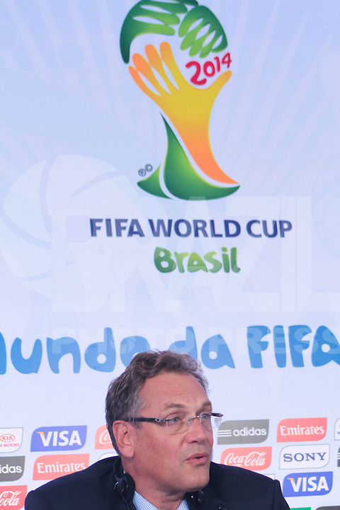 RIO DE JANEIRO; RJ; 10.10.2013 - Jérôme Valcke, secretário-geral da FIFA, durante a coletiva de imprensa após a reunião do Comitê Organizador Local (COL) da Copa do Mundo da FIFA Brasil 2014, no pavilhão 1 do Riocentro, zona oeste da cidade. FOTO: NÉSTOR J. BEREMBLUM - BRAZIL PHOTO PRESS