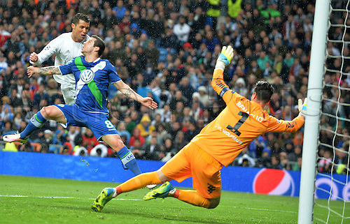 12.04.2016. Madrid, Spain.  Cristiano Ronaldo (L) of Madrid scores the goal for a 2:0 lead with a heaader during the UEFA Champions League quarterfinal second leg  match between Real Madrid and VfL Wolfsburg at the Santiago Bernabeu stadium in Madrid, Spain, 12 April, 2016. Wolfsburg's goalkeeper Diego Benaglio (R) and defender Vieirinha (C)look on.
