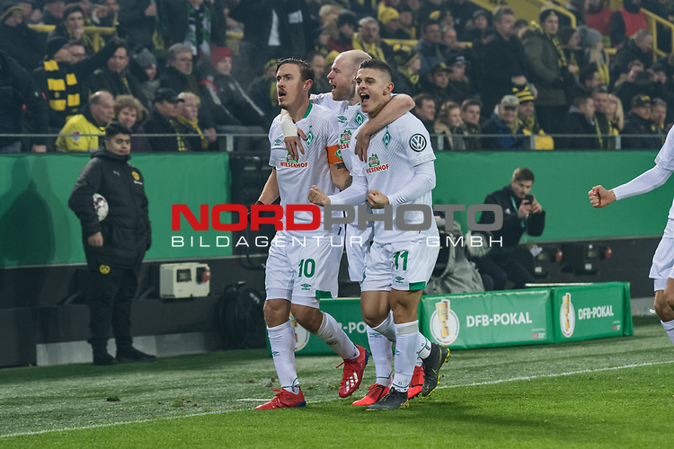 05.02.2019, Signal Iduna Park, Dortmund, GER, DFB-Pokal, Achtelfinale, Borussia Dortmund vs Werder Bremen<br /> <br /> DFB REGULATIONS PROHIBIT ANY USE OF PHOTOGRAPHS AS IMAGE SEQUENCES AND/OR QUASI-VIDEO.<br /> <br /> im Bild / picture shows<br /> Jubel 0:1, Milot Rashica (Werder Bremen #11) bejubelt seinen Treffer mit Fuss-Spitze zum 0:1, Max Kruse (Werder Bremen #10), <br /> <br /> Foto © nordphoto / Ewert