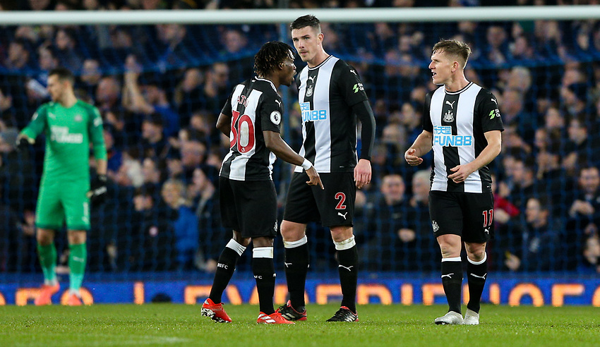 Newcastle United's Christian Atsu and Matt Ritchie have words after their side conceded the first goal<br /> <br /> Photographer Alex Dodd/CameraSport<br /> <br /> The Premier League - Everton v Newcastle United  - Tuesday 21st January 2020 - Goodison Park - Liverpool<br /> <br /> World Copyright © 2020 CameraSport. All rights reserved. 43 Linden Ave. Countesthorpe. Leicester. England. LE8 5PG - Tel: +44 (0) 116 277 4147 - admin@camerasport.com - www.camerasport.com