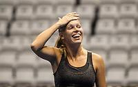 SAO PAULO, SP, 07 DEZEMBRO 2012 - GILLETTE FEDERER TOUR 2012 - A tenista dinamarquesa Caroline Wozniacki,  durante aquecimento antes da partida contra a russa Maria Sharapova no internacional Gillette Federer Tour 2012 no Ginasio do Ibirapuera na noite desta sexta-feira, 08.. (FOTO: WILLIAM VOLCOV / BRAZIL PHOTO PRESS).