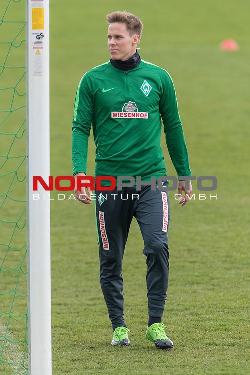 28.04.2017, Trainingsgelaende, Bremen, GER, 1.FBL, Training Werder Bremen<br /> <br /> im Bild<br /> Niklas Moisander (Bremen #18), <br /> <br /> Foto &copy; nordphoto / Ewert