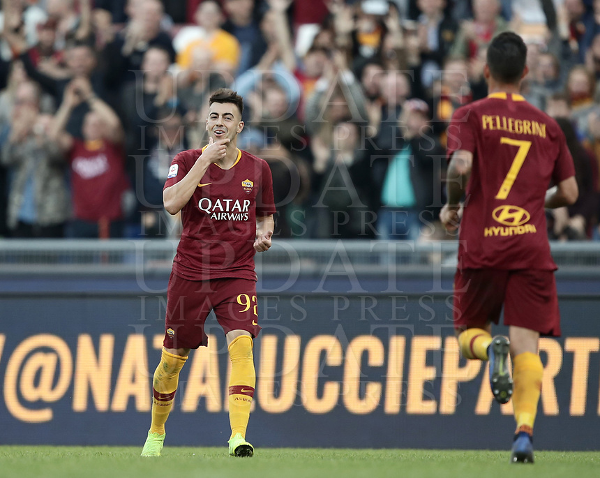 Football, Serie A: AS Roma - Sampdoria, Olympic stadium, Rome, November 11, 2018. <br /> Roma's Stephan El Shaarawy (l) celebrates after scoring during the Italian Serie A football match between Roma and Sampdoria at Rome's Olympic stadium, on November 11, 2018.<br /> UPDATE IMAGES PRESS/Isabella Bonotto