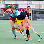 DEN BOSCH - Pien Sanders (Den Bosch) met Marie Mavers (l) tijdens  de finale van de EuroHockey Club Cup, Den Bosch-UHC Hamburg (2-1).  .COPYRIGHT KOEN SUYK